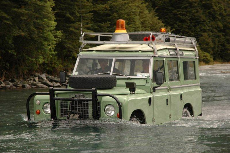Land Rover crossing the Hopkins River